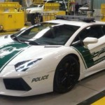 Polcia de Dubai recebe Lamborghini Aventador e Ferrari FF